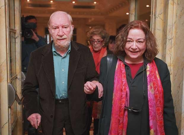 Fernando Fernán Gómez amb la seva companya, també llibertària, Enma Cohen