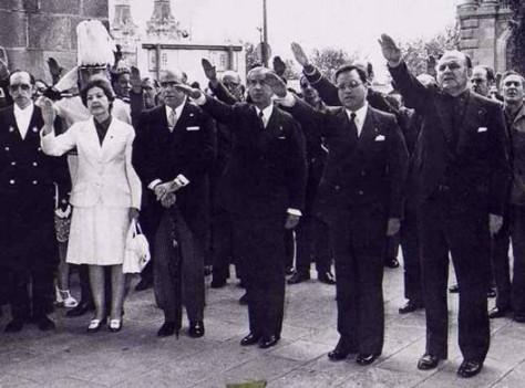 Martín Villa (segon per la dreta), ex-ministre i ex-governador civil de Barcelona, és un dels denunciats.