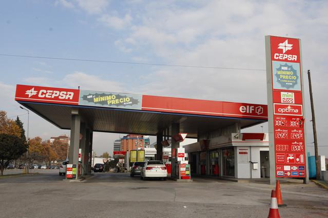una-gasolinera-cepsa-mollet-del-valles-1423240481957.jpg